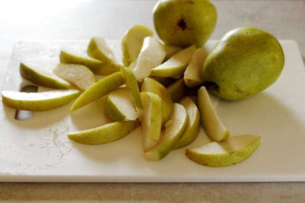 Pears cut into slices