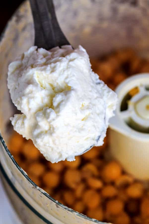 a recipe for how to make hummus in a creamy, traditional way | The Mediterranean Dish