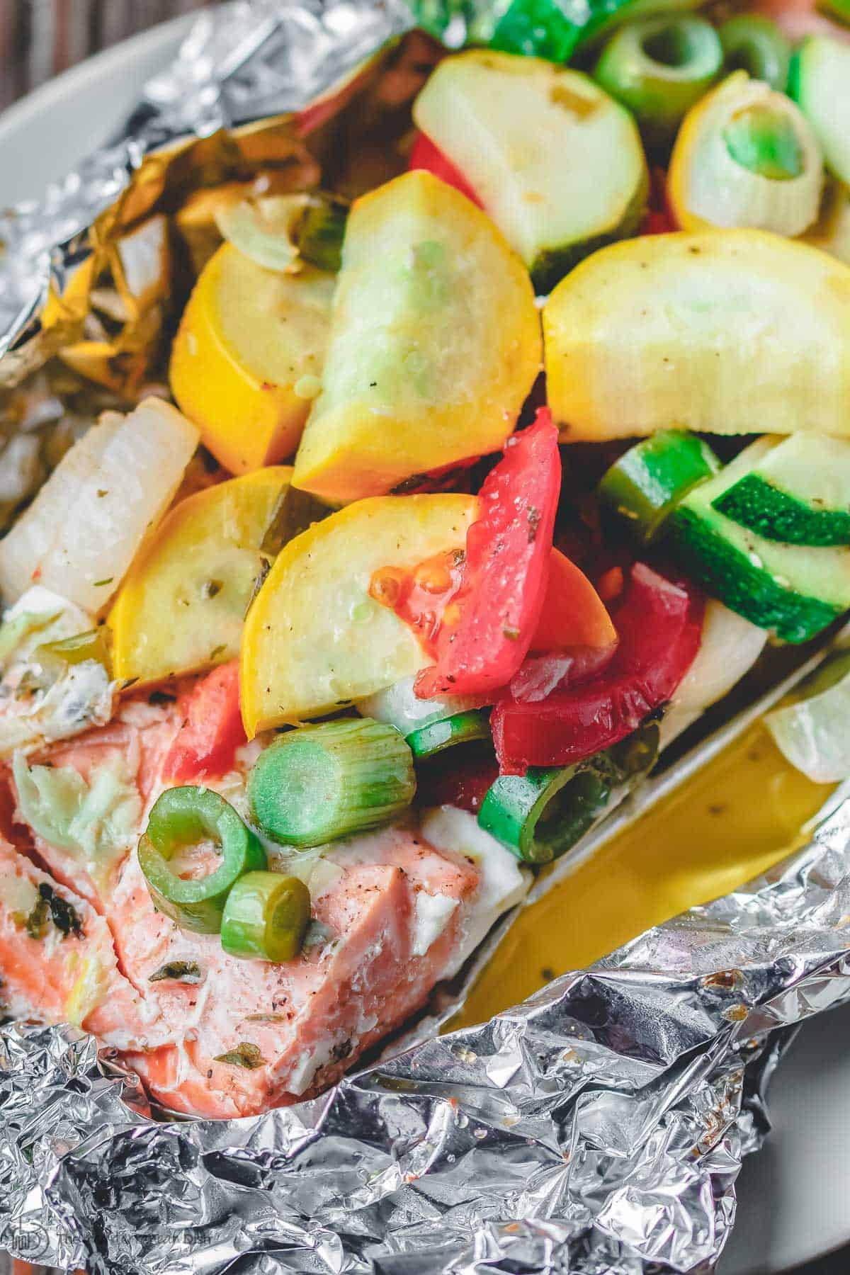 Mediterranean-style baked salmon in foil