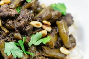 Middle Eastern Beef Stew Recipe with Green Beans | The Mediterranean Dish. Tender beef stew cooked with green beans and tomatoes with warm spices like coriander, cinnamon and allspice. Step-by-step photos included with the recipe. Click the pin to follow!