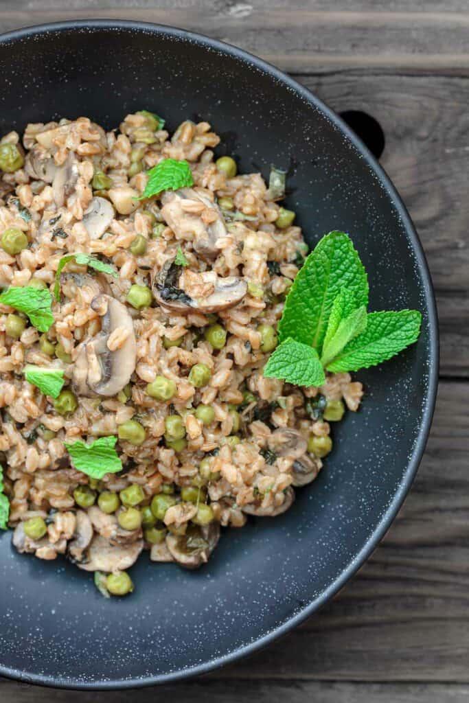One-Pan Farro Recipe with Mushrooms and Peas