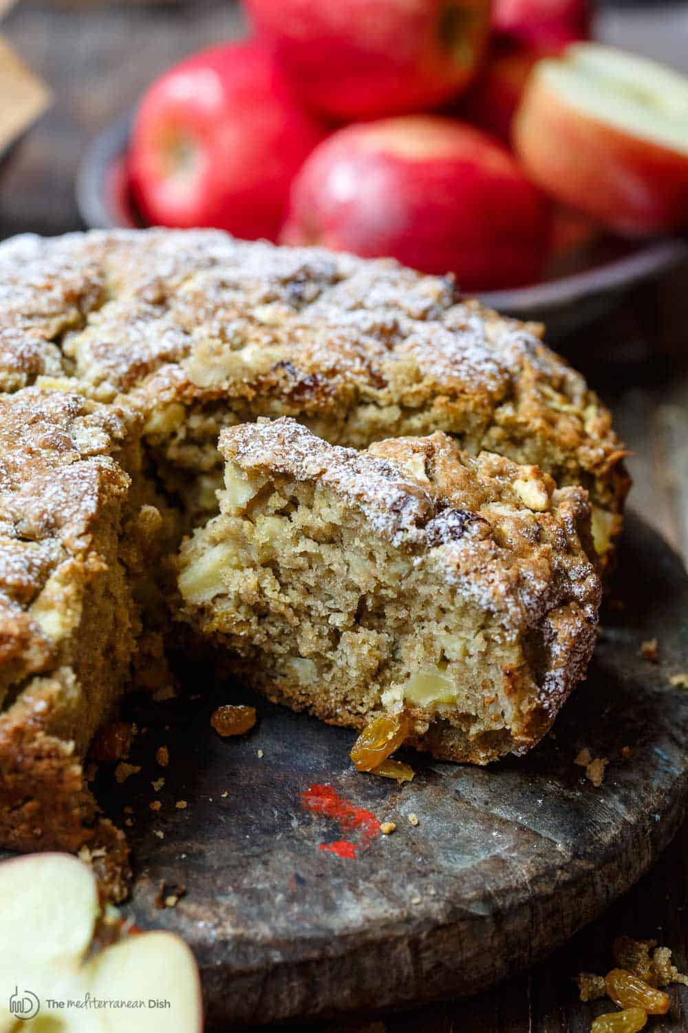 Italian Apple Olive Oil Cake. Part of 21 Mediterranean Christmas Brunch Recipes | The Mediterranean Dish #christmasbrunch #mediterraneanrecipes #brunchrecipes