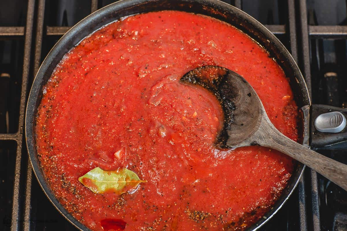 Red sauce for Greek baked meatballs