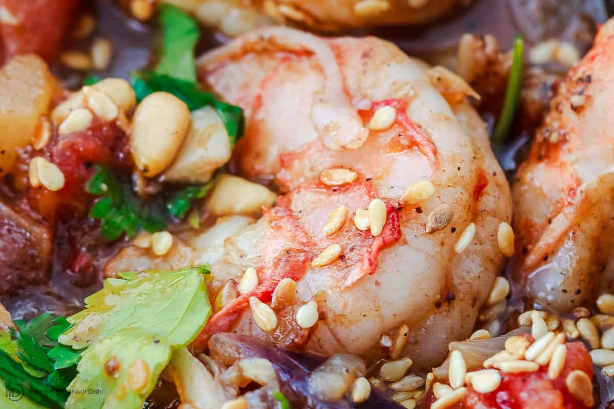 Shrimp with sesame seeds, pine nuts and parsley