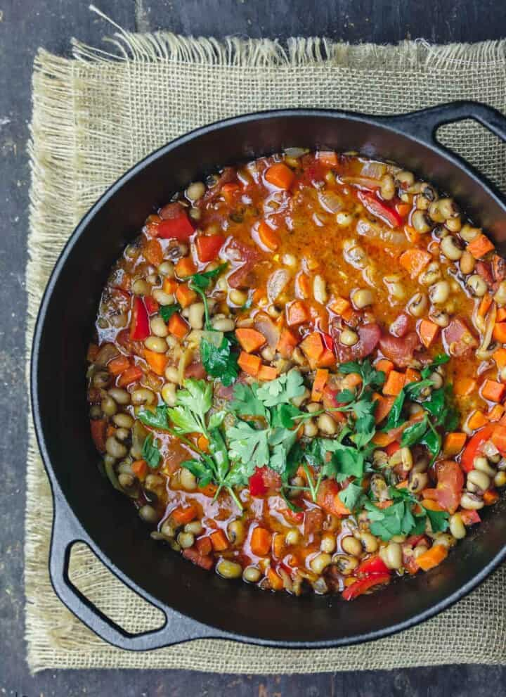 Black eyed peas in a cast iron pot
