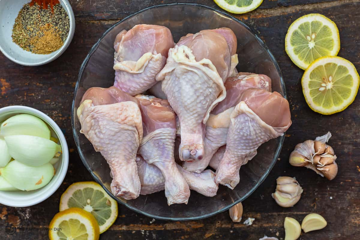 Ingredients for baked chicken drumsticks with lemon and garlic