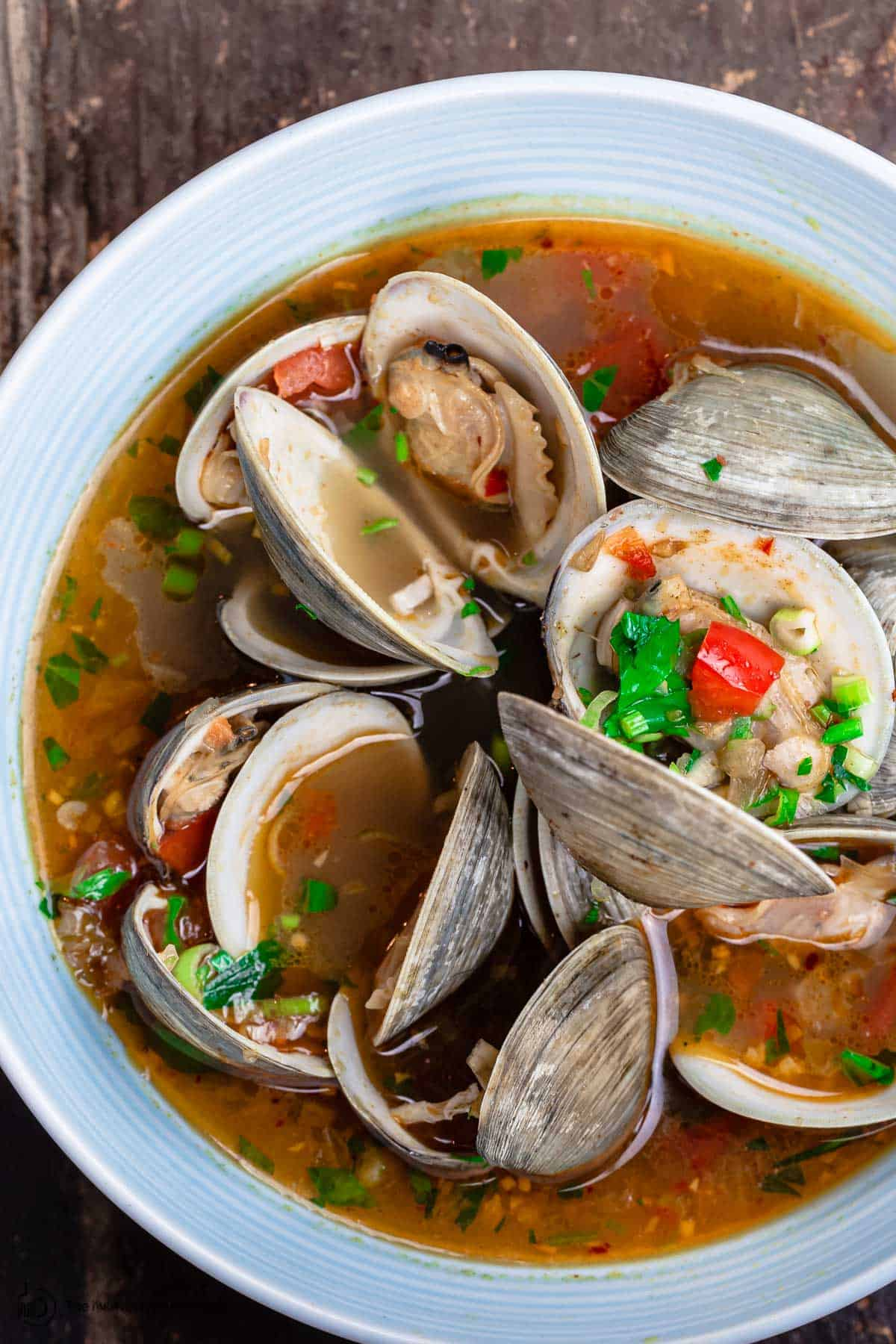 Clams in a dinner bowl with lots of broth