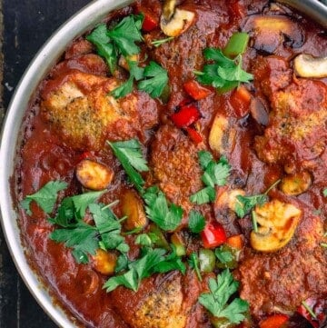 Chicken cacciatore with bell peppers and mushrooms