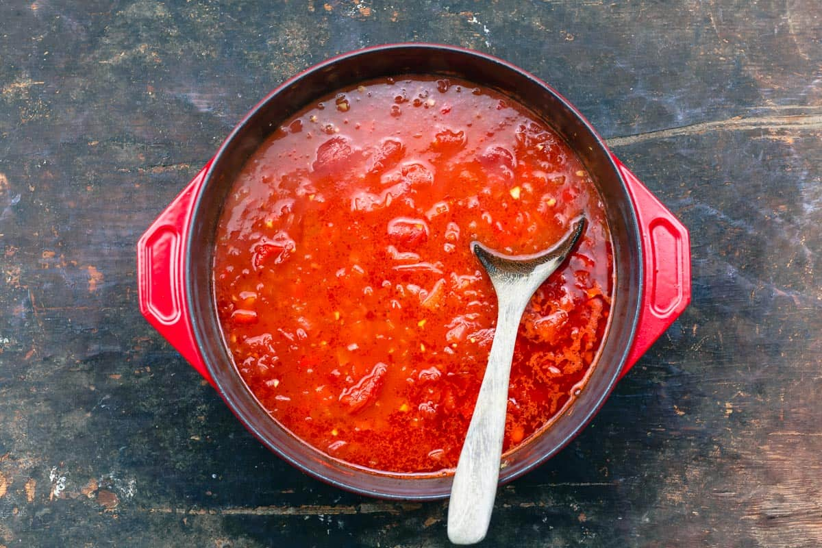 Tomato broth for fish stew
