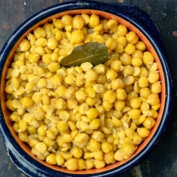 Cooked chickpeas served in a bowl