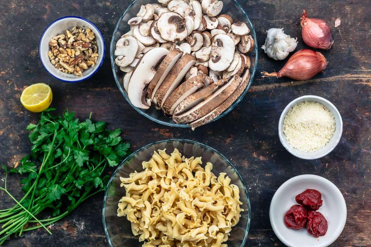 Ingredients for mushroom pasta recipe
