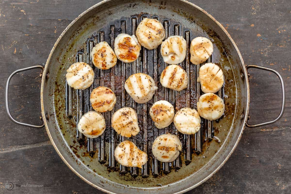 Scallops in a grill pan